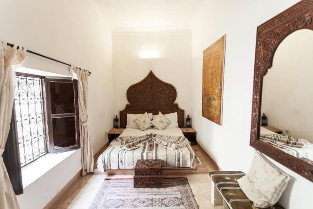 charmante et accueillante maison d 39 h tes de 6 chambres marrakech vendre. Black Bedroom Furniture Sets. Home Design Ideas